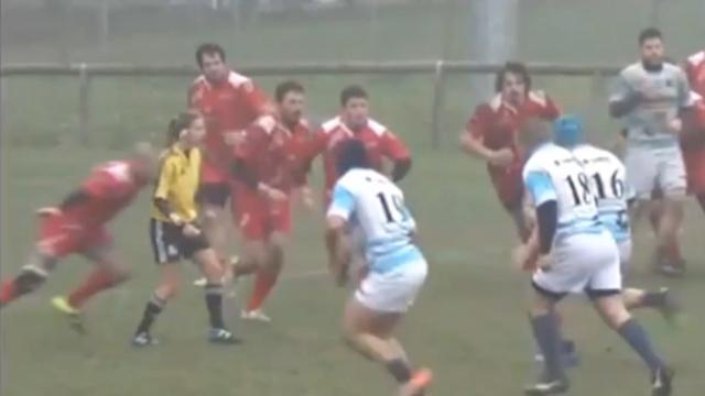 Rugbysta folle placca arbitro donna