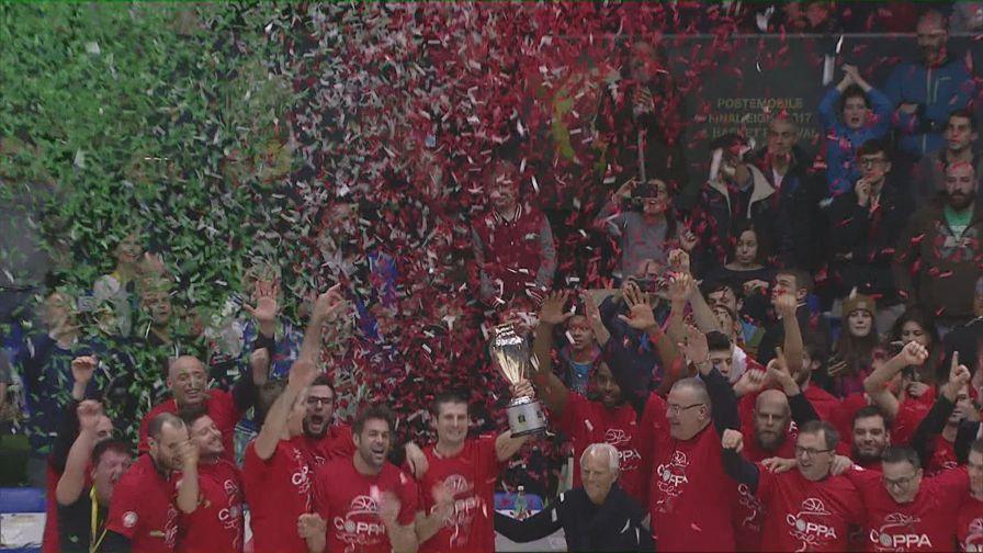 Milano, la Coppa è tua <br>Sassari battuta 84-74: gli hl