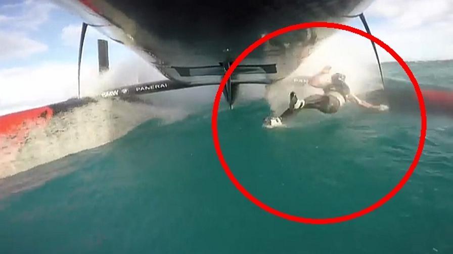 Volo sotto il catamarano
