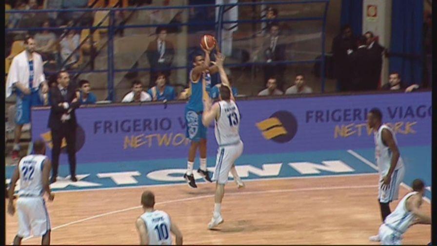 Basket, Serie A, Cantù-Capo d'Orlando 73-79