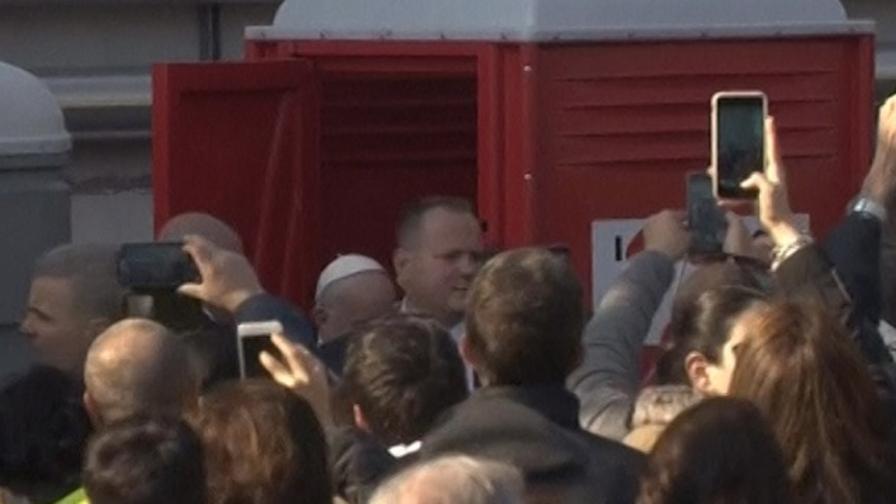 Milano lombardia video - Papa bagno chimico ...
