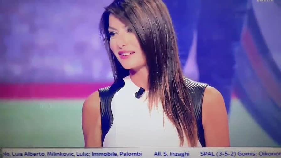Ilaria Damico Calendario.Sky Ilaria D Amico Fa Infuriare Il Milan Video Gazzetta It