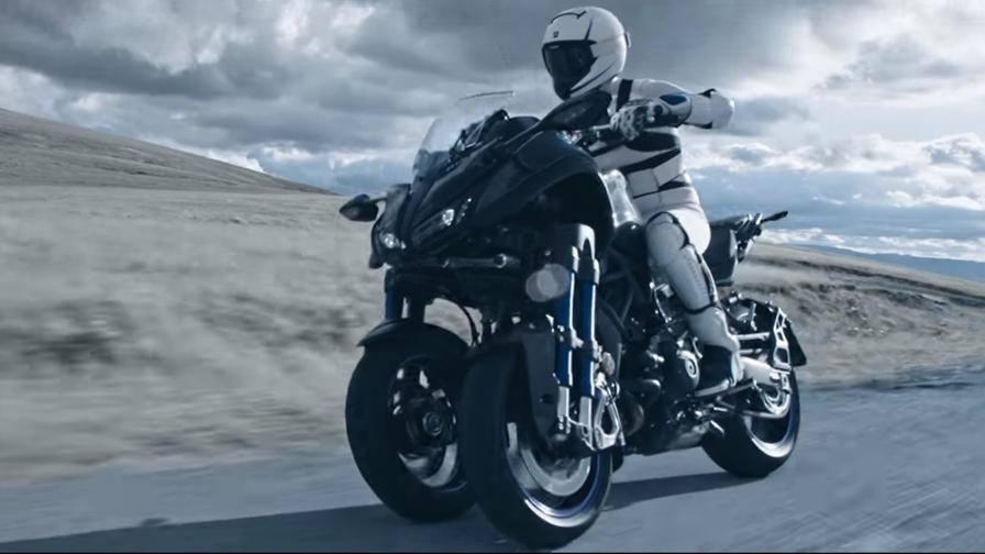 La prima moto a tre ruote realt ecco la yamaha niken for 11 1 8 x 13 g yamaha