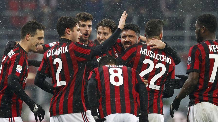 Abbraccio giocatori Gattuso