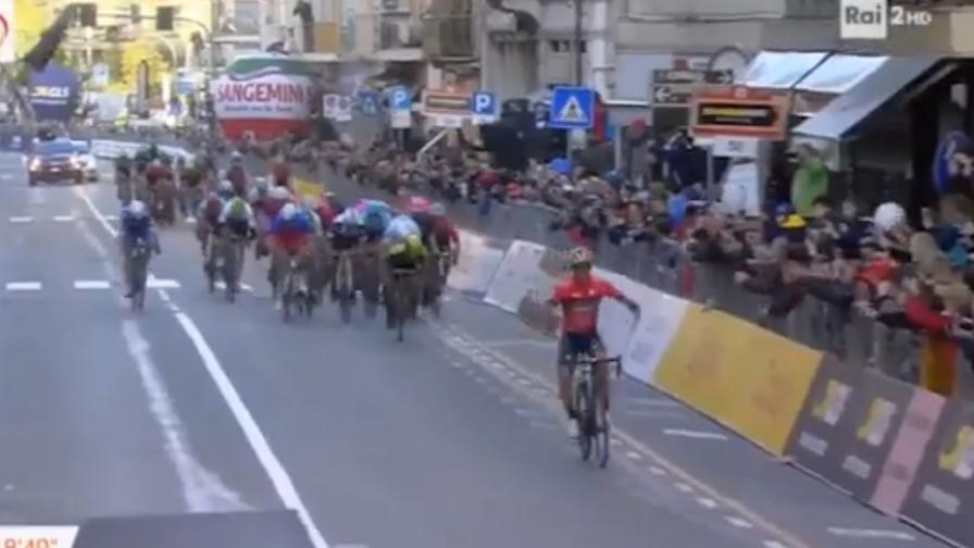 L'arrivo trionfale di Nibali <br>Il gruppo lo bracca, ma è 1°!