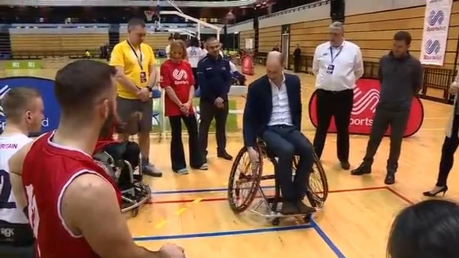 Sedie A Rotelle Torino : Il principe william gioca a basket in sedia a rotelle video