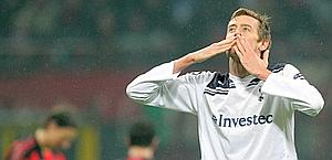 Peter Crouch, giustiziere del Milan. Ansa