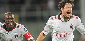 Pato con Clarence Seedorf. Ansa