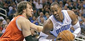 Dwight Howard in azione con Orlando. Ap
