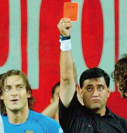 Risultati immagini per byron moreno red card totti