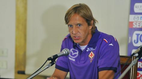 Massimo Ambrosini durante la sua prima conferenza stampa in viola. LR Photo Agency