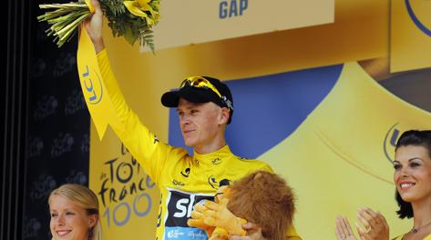 Chris Froome in maglia gialla a Gap. Afp