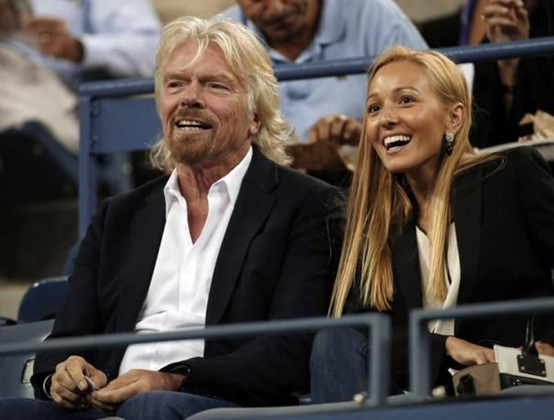 La 27enne in tribuna in compagnia di Richard Branson, fondatore del Virgin Group