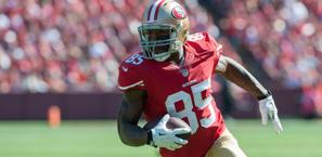 Il  tight end dei 49ers, Vernon Davis , contro Arizona.  Usa Today