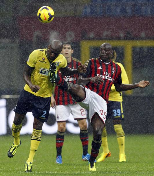 Il duello Ciani-Balotelli. Reuters