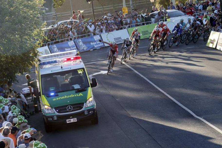 Il gruppo sfila nel punto dell'incidente: l'ambulanza è arrivata immediatamente BETTINI