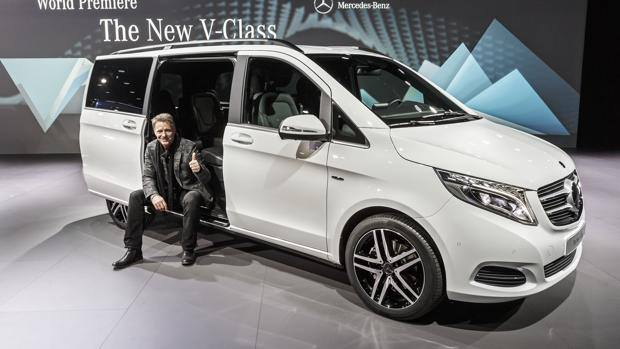 96 La Flotte together with Mercedes viano a1249037402b2923983 3 p furthermore Dosiero Mercedes vito 1 v sst likewise Doubleback Ultimate C er Van likewise Dimensions. on mercedes viano minivan