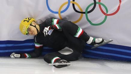 La smorfia di Arianna Fontana dopo la caduta. Ap