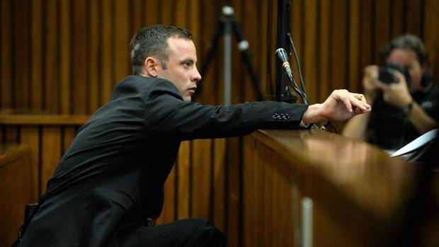 Pistorius l 39 accusa vacilla errori nelle indagini e - Arma letale scena bagno ...