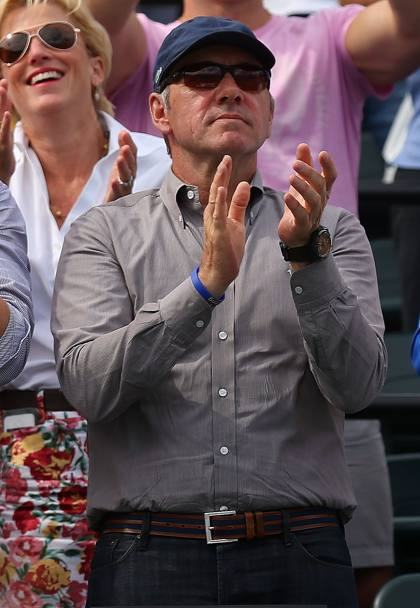 Kevin Spacey tra i tifosi in tribuna. Afp