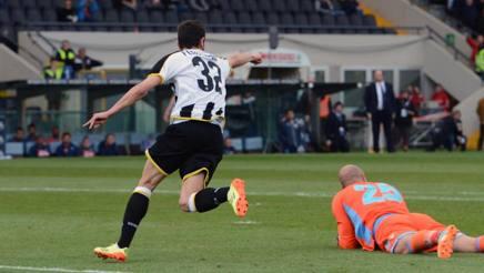 Udinese-Napoli 1-1, gol di Callejon e Bruno Fernandes. Espulso Fernandez