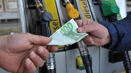 Con una guida più accorta puoi risparmiare anche 1000 euro l'anno