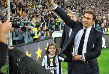 Antonio Conte saluta la curva.Ansa