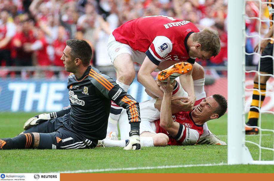 Koscielny si fa male nell'occasione. Action Images