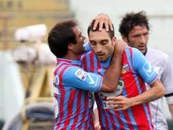 Rinaudo festeggia Ciccio Lodi, autore dell'1-0. Lapresse