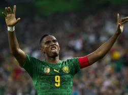 Samuel Eto'o esulta dopo il gol segnato alla Germania. Afp