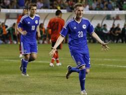 Izet Hajrovic  festeggia dopo il gol al Messico. Reuters