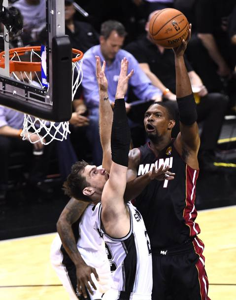 Chris Bosh e Tiago Splitter (Epa)