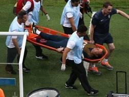 Il fisioterapista Gary Lewin infortunato alla caviglia sinistra. Getty