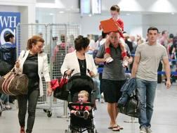 L'arrivo della signora Rooney coi genitori Tony e Colette e coi figli Kai e Klay. Dailymail