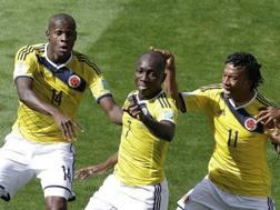 Armero festeggia con Ibarbo e Cuadrado il gol alla Grecia. LaPresse