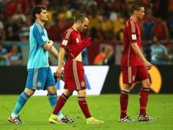 Casillas, Iniesta e Torres dopo il k.o. col Cile. Epa