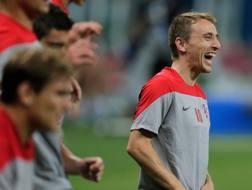 Luka Modric, 28 anni, ride e si allena con i compagni. Ap