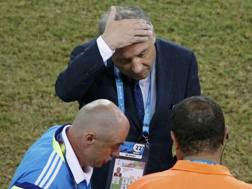 Un deludente 0-0 in superiorità numerica per il Giappone di Zaccheroni. Reuters