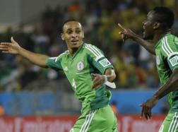 Odemwingie ed Emenike festeggiano l'1-0 Nigeria. LaPresse