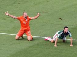 Arjen Robben protesta per un presunto rigore nel primo tempo. Che non c'era. Ansa