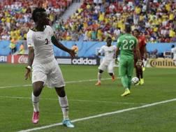 Asamoah Gyan  esulta dopo il gol al Portogallo. LaPresse