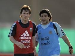 Leo Messi e Diego Armando Maradona in una foto di qualche anno fa. Afp