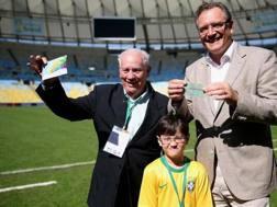 Joedir Belmont, l'85enne mostra i biglietti di Germania-Argentina