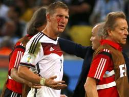 Bastian Schweinsteiger insanguinato durante i supplementari. Action Images