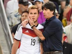 Il momento decisivo: Löw fa entrare Götze al 43' della ripresa di Germania-Argentina. Ansa