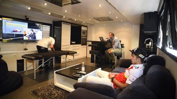 Motogp ecco il paddock a 5 stelle cos vivono i campioni la gazzetta dello sport - Interni camper di lusso ...
