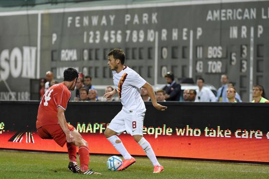 Adem Ljajic in dribbling su Kelly. Afp