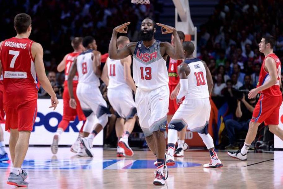 James Harden esulta. Team Usa dilaga. Camillo e Castoria