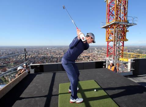 Golf, Manassero padrino a City Life. Tiro mozzafiato da un ...