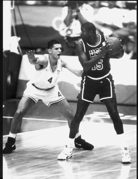 Drazen Petrovic contro Magic Johnson in un 1 contro 1 ai Giochi di Barcellona '92